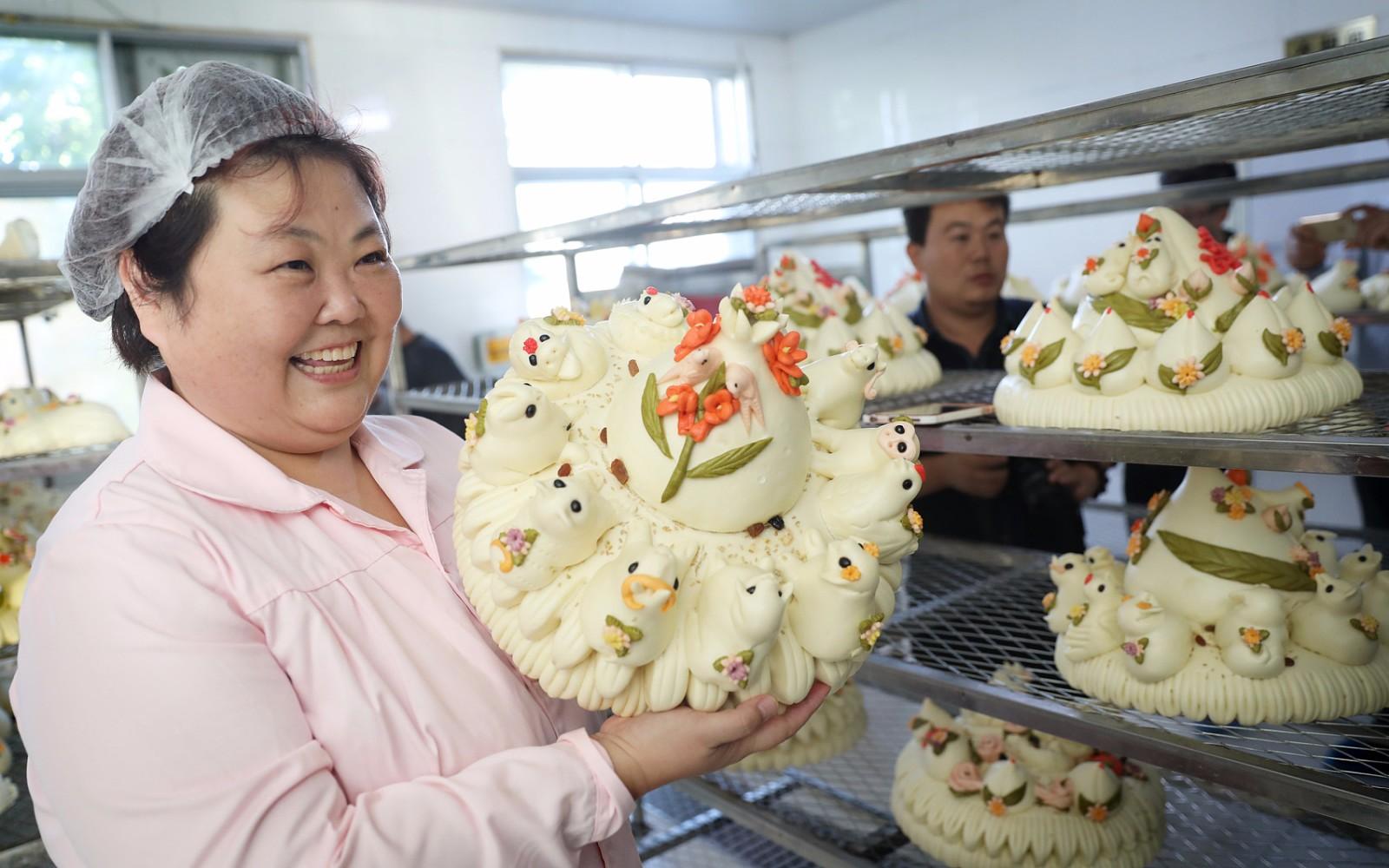 大妈卖馒头3年年销1000万元 馒头比蛋糕贵